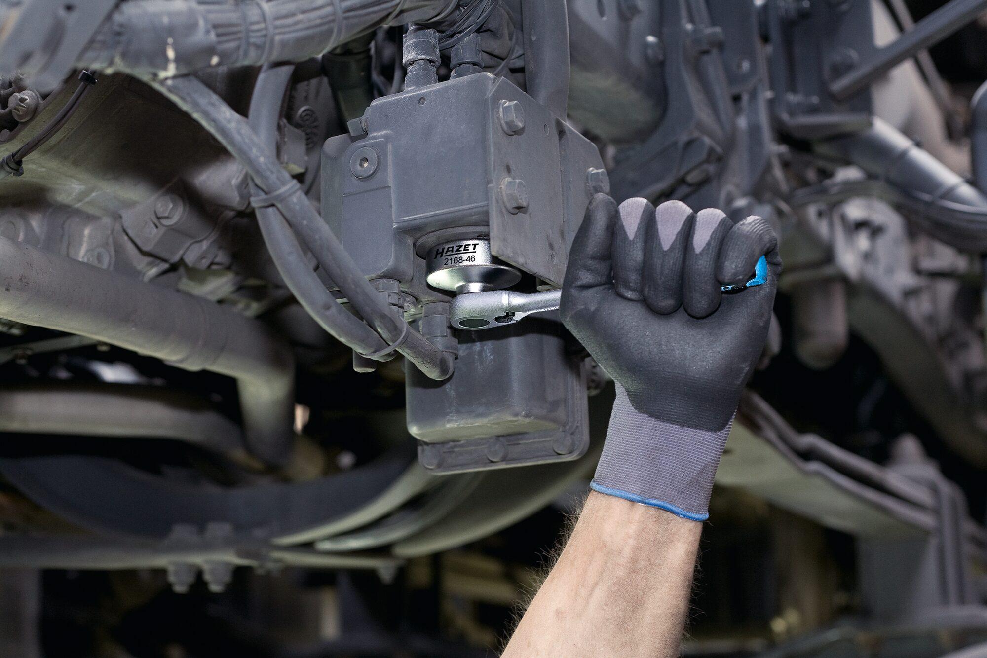 HAZET Ad-Blue® Filter-Schlüssel 2168-46 ∙ Vierkant hohl 10 mm (3/8 Zoll) ∙ Außen-Sechskant Profil ∙ 59 mm