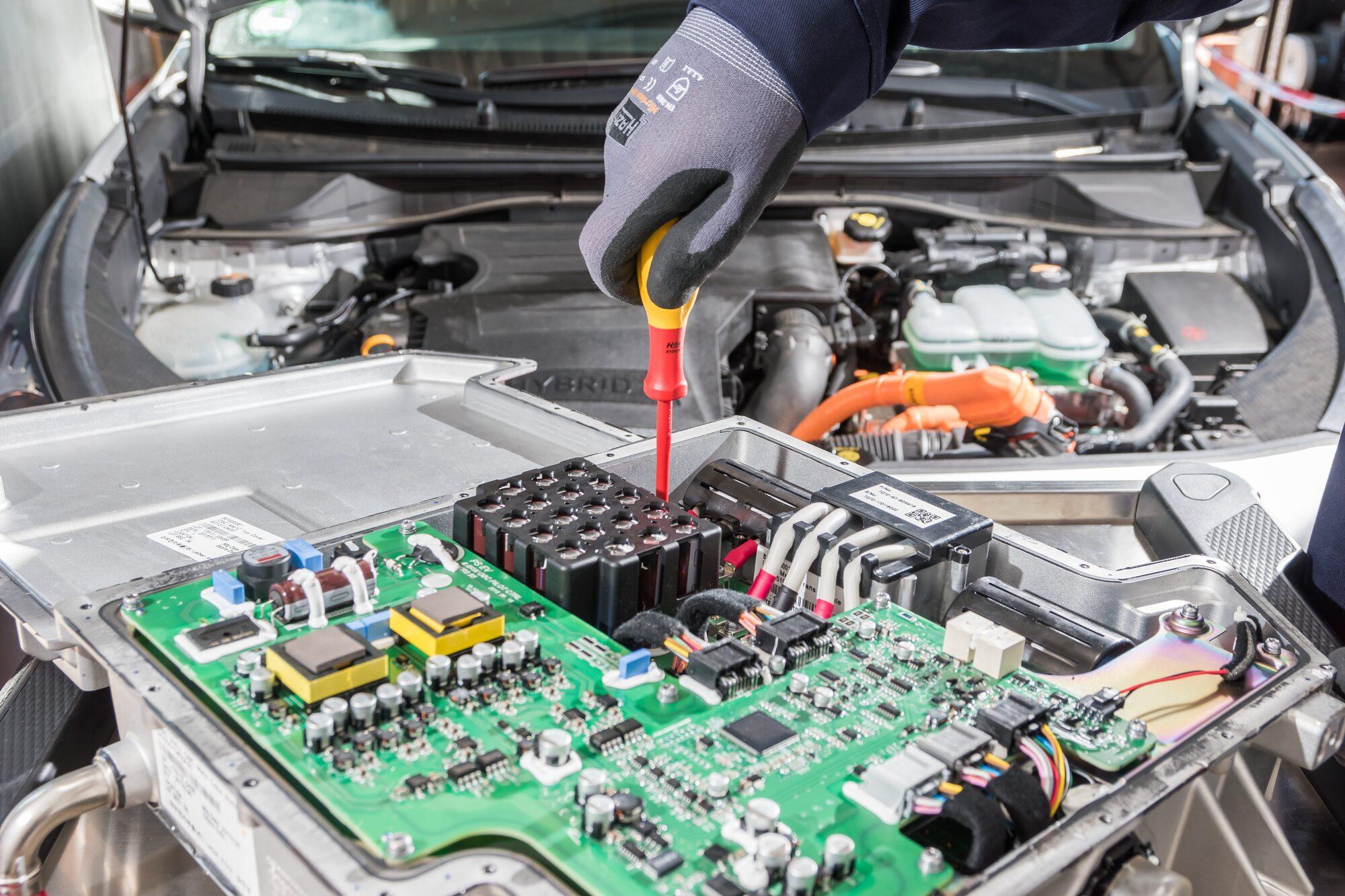 HAZET Elektriker-Schraubendreher ∙ schutzisoliert 810VDE-25 ∙ Schlitz Profil ∙ 0.4 x 2.5 mm