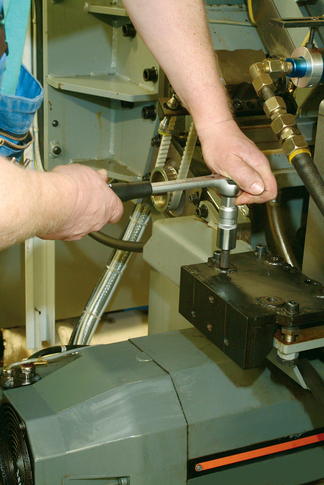 HAZET Stehbolzen-Ausdreher 844-12 ∙ Vierkant hohl 12,5 mm (1/2 Zoll) ∙ 27 mm