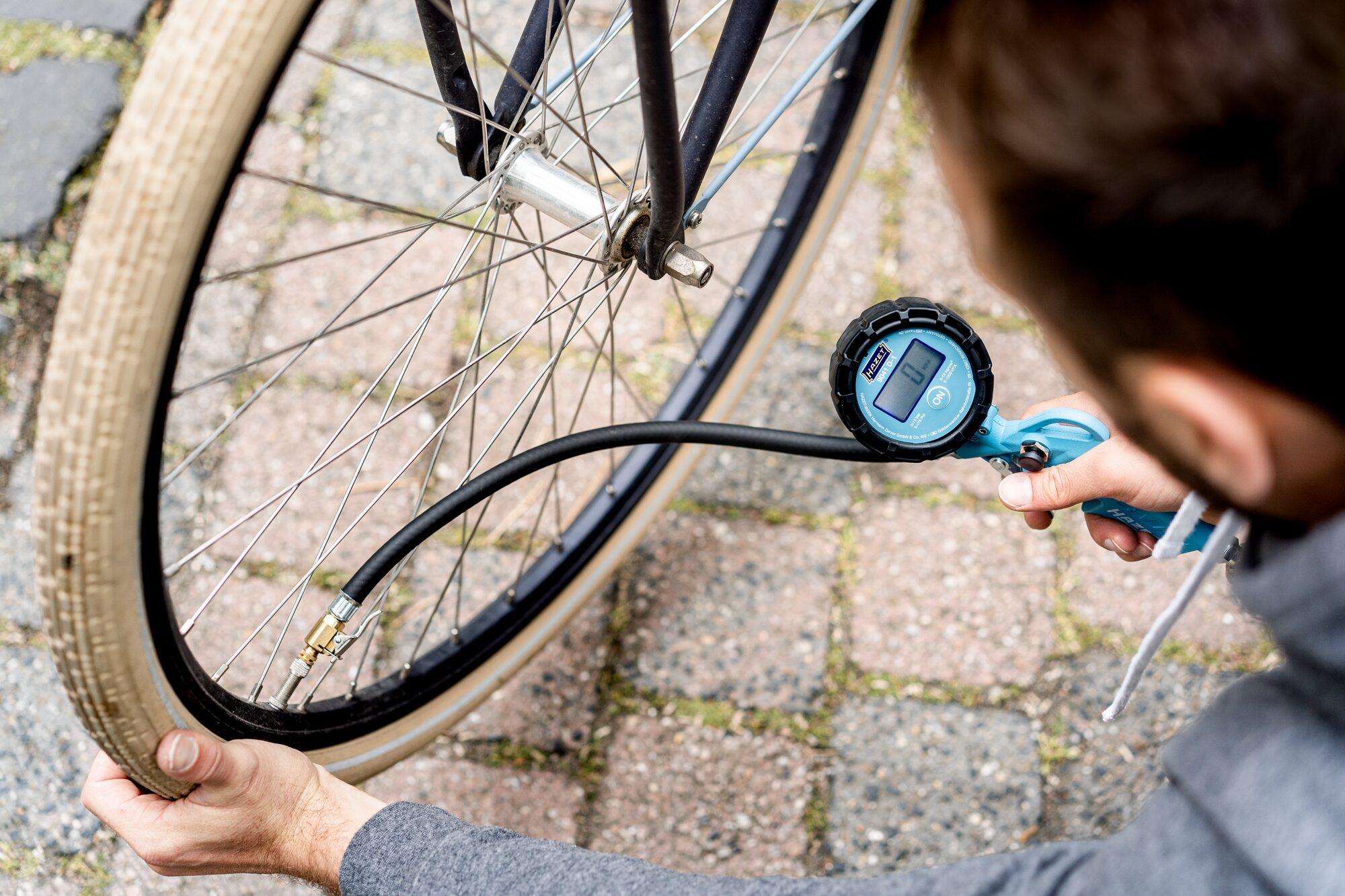 HAZET Reifenfüll-Messgerät ∙ digital 9041D-1