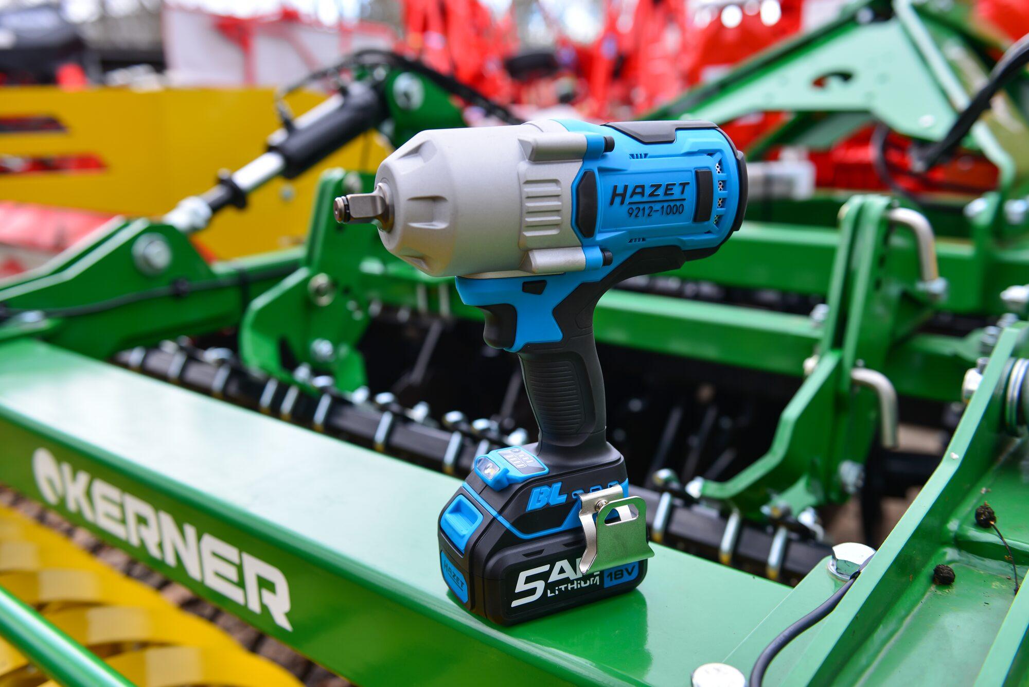 HAZET Akku-Schlagschrauber 9212-1000 ∙ Lösemoment maximal: 1400 Nm ∙ Vierkant massiv 12,5 mm (1/2 Zoll)